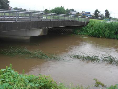 橋の下1.5m位まで水位が上がったみたいですね(^^ゞ