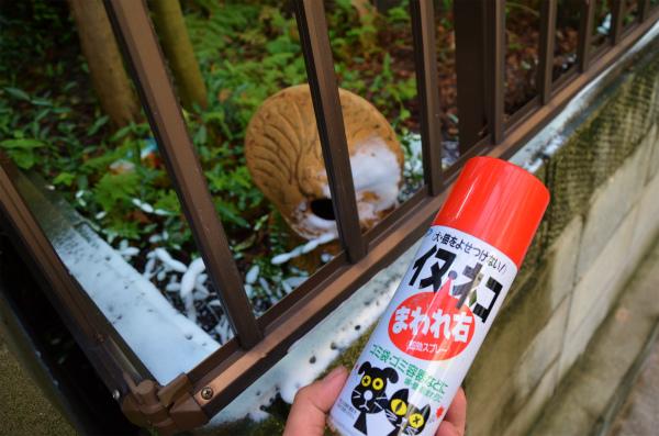 周囲に猫よけスプレーを塗布
