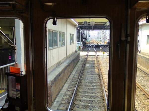 遮断機が完全に閉まっていなくても電車は出発
