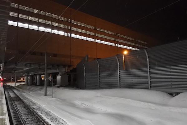 真っ白な新青森駅