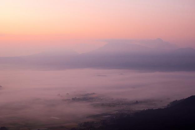 Photos: 阿蘇谷の夜明け♪