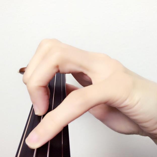 写真: 指を開く時の角度