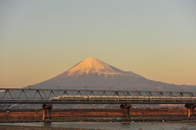 夕焼け富士を仰ぐ道