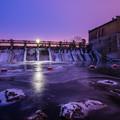 写真: 凍てつくダム